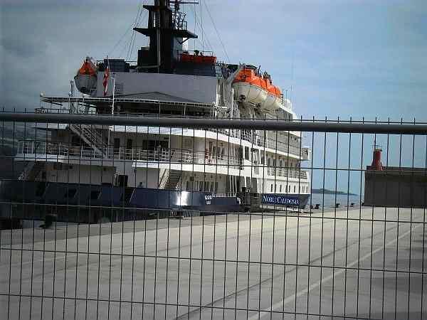 Kreutzahrtschiff in Puerto de Tazacorte